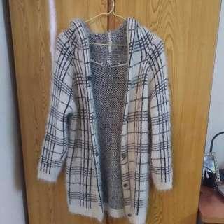 ✨(二手)白底黑色格紋針織外套✨