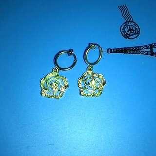 50元專區 (只要是50元專區內的商品 一件50元 三件100元 )這兩對耳環, 一共50元。