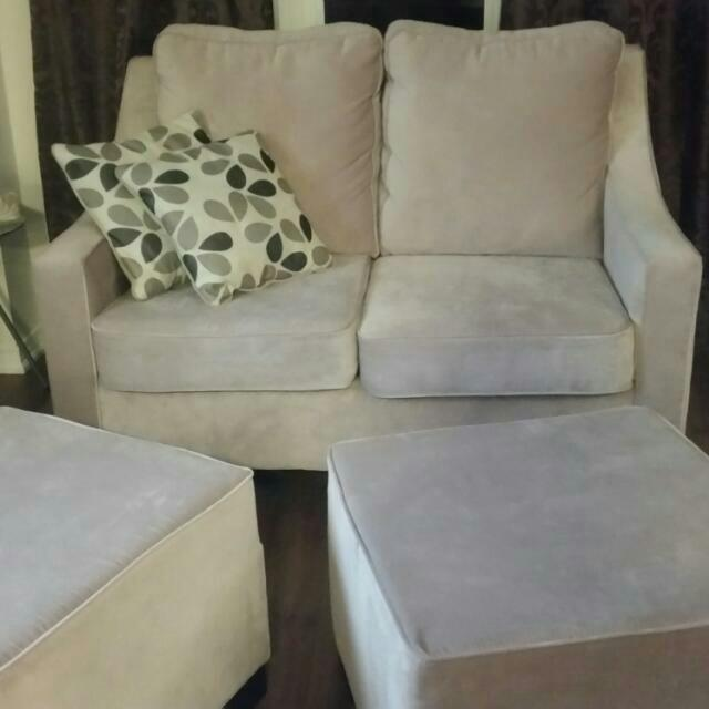 2 Brand New Love Seats And 2 Matching Ottomans