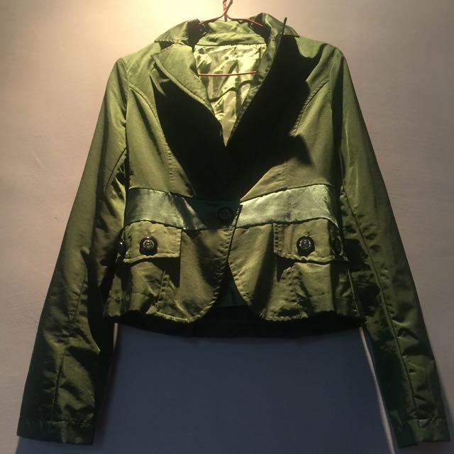 綠葉色仿絲綢布料腰身外套