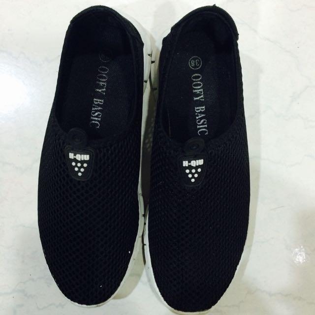 休閒透氣黑色包鞋