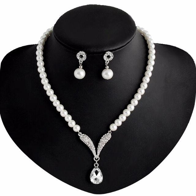 Cream Fresh Pearl Necklace & Earrings