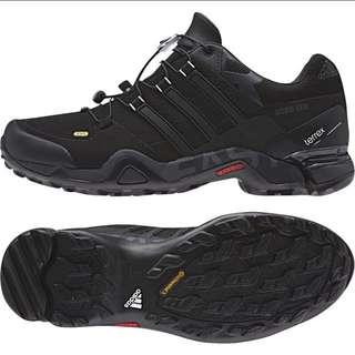 adidas B36037 全新登山鞋 便宜出售