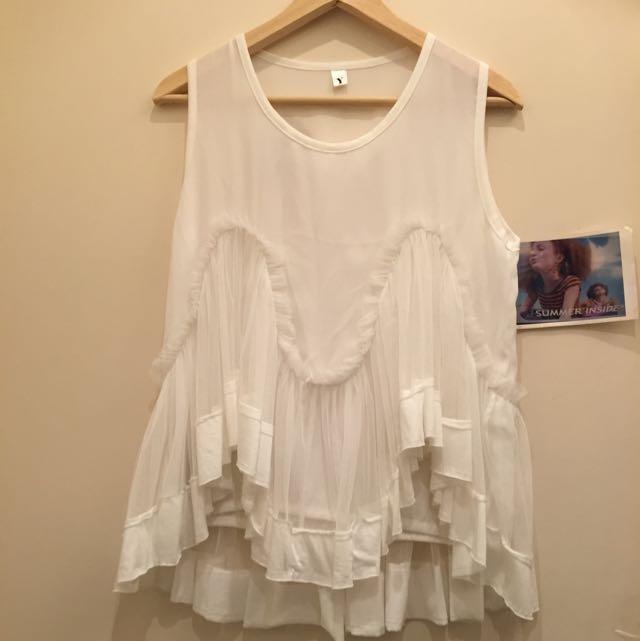 白色無袖薄紗上衣