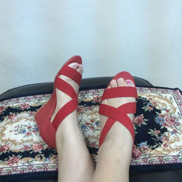 AS顯白亮紅楔型鞋