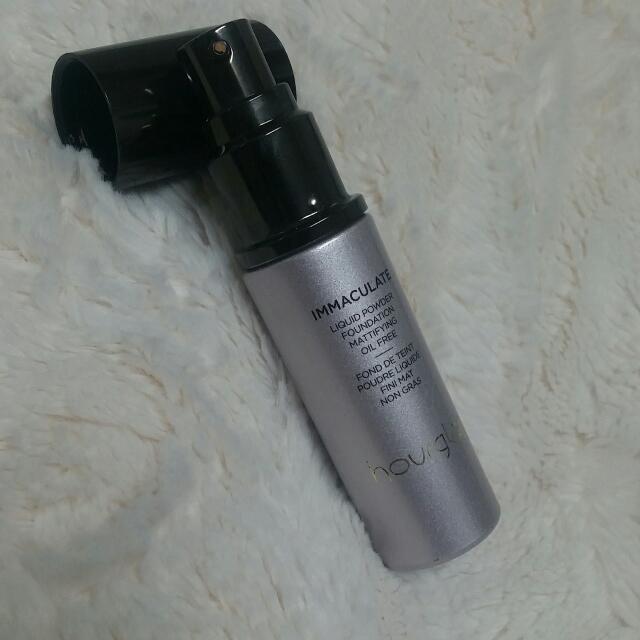 Hourglass Immaculate Liquid Powder Foundation