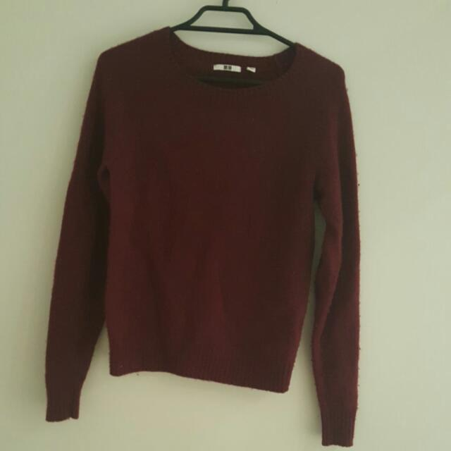 Uniqlo maroon jumper