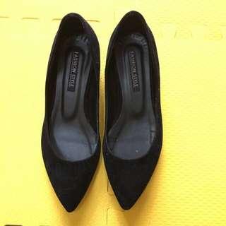 轉賣韓版黑色絲絨布麂皮低跟尖頭鞋