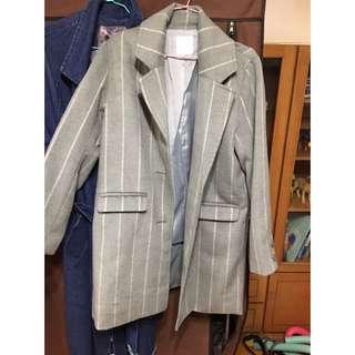 灰色條紋大衣
