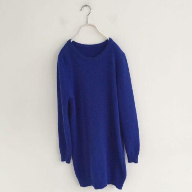 寶藍色柔軟毛衣