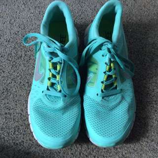 Size 6 Nike Frees
