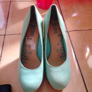 Payless Wedges Preloved