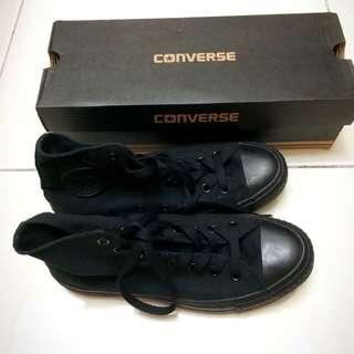 9️⃣.5️⃣成新 Converse 黑色高筒帆布鞋
