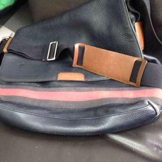 Sling Bag Gucci Leather Origanal Unisex.
