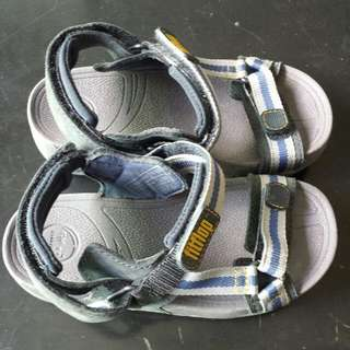 BN without tag boys Fitflop sandals