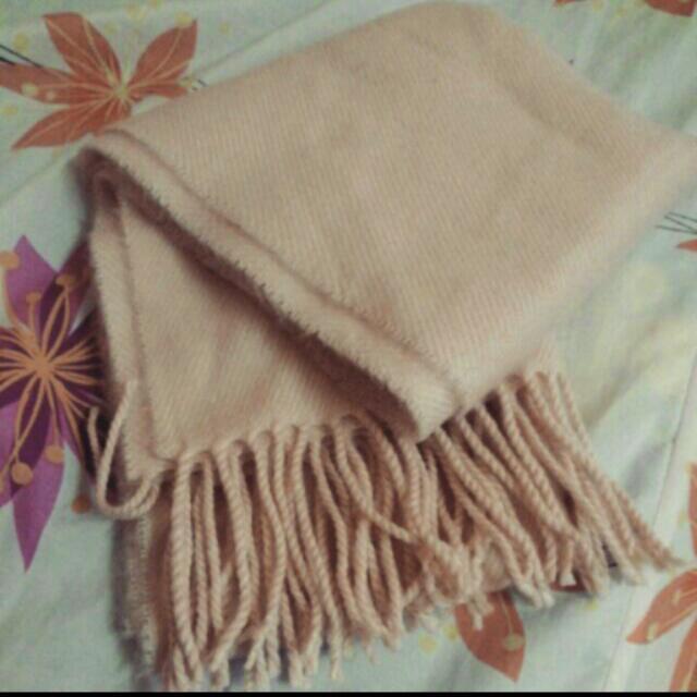 淡粉色圍巾