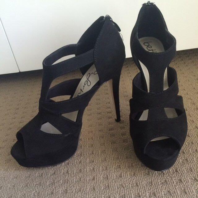 Black High Heels Size 8