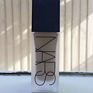 Nars All Day Luminous Weightless Foundation. Mont Blanc