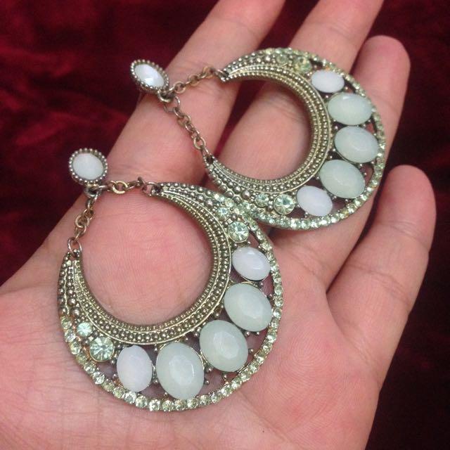 淺綠色寶石針式耳環