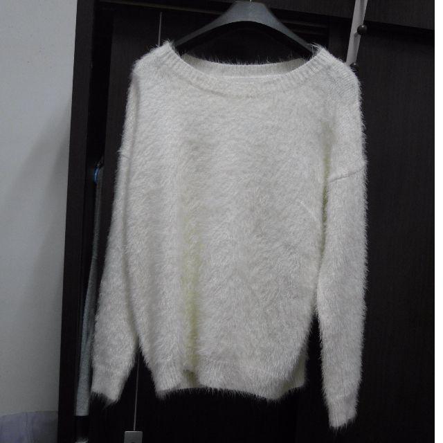 (免運全新) 白色軟毛衣 m號