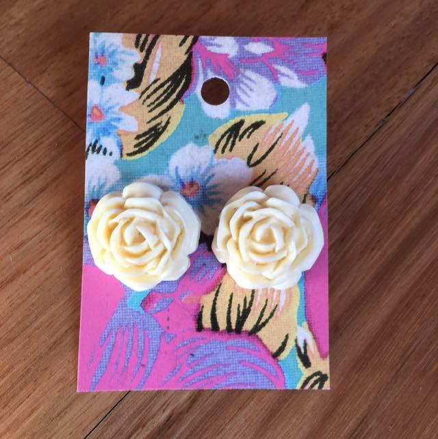 Cream Flower Earring
