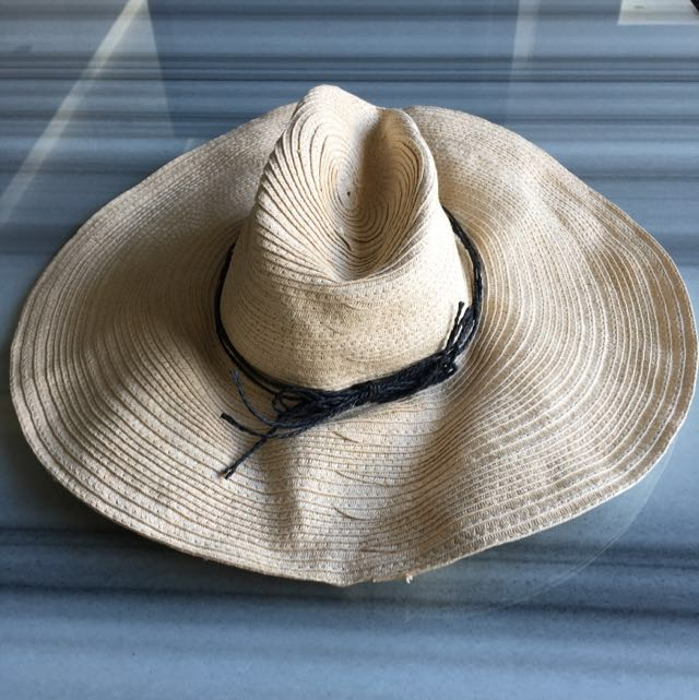 Forever 21 Straw Wide Brim Hat With Thin Black Plait Rope Trim ... a4f7295cd42