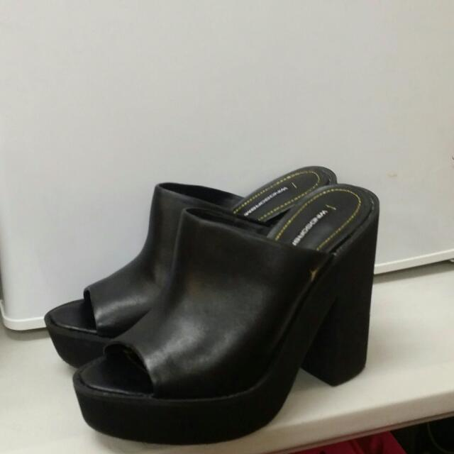 NEW WINDSOR SMITH HEELS, LEATHER. SIZE 38