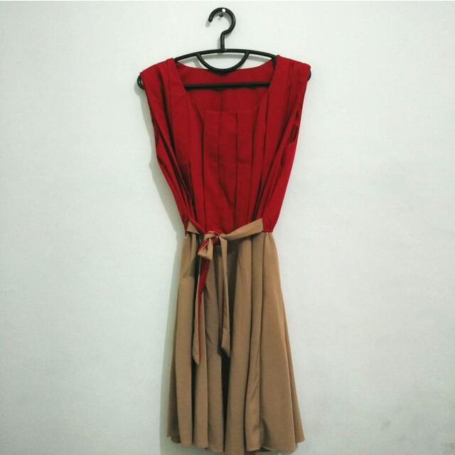 Red dress with front ribbon