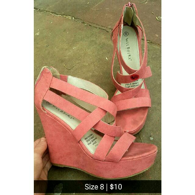 SIZE 8 Peach Strappy Wdeges