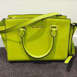 LIME GREEN MICHAEL KORS