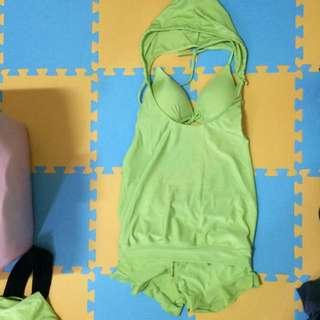 螢光綠泳裝