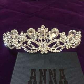 全新。新娘飾品大皇冠 施華洛世奇水鑽白鑽小花款大皇冠 - 現貨