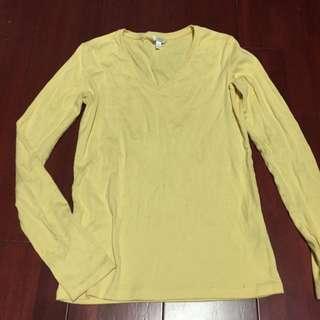 Uniqlo鵝黃v領上衣