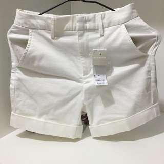 GU女白色短褲