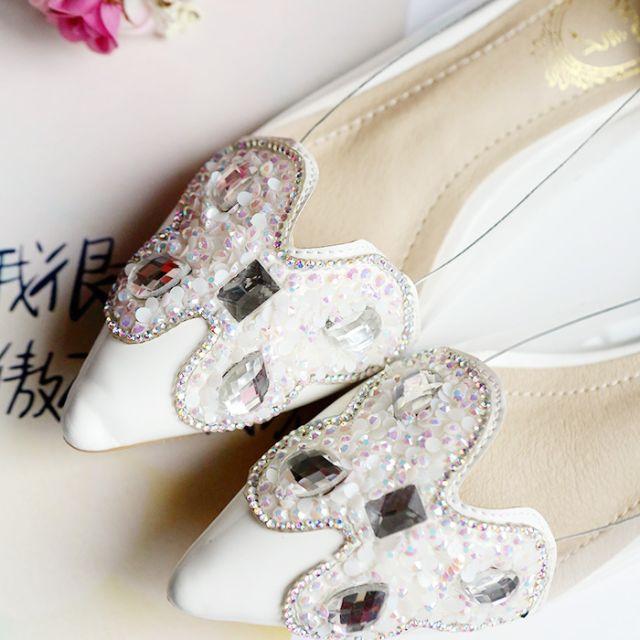 限量 璀璨蝶語 平底蝴蝶側邊鏤空修長尖頭平底淑女鞋 白色款。 黑色已完售 36 36 37 38