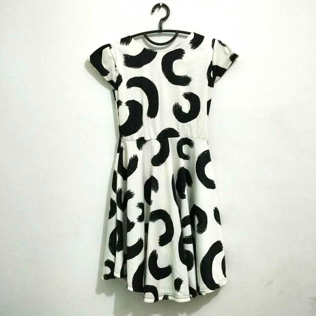 Black patterned white dress with back zipper