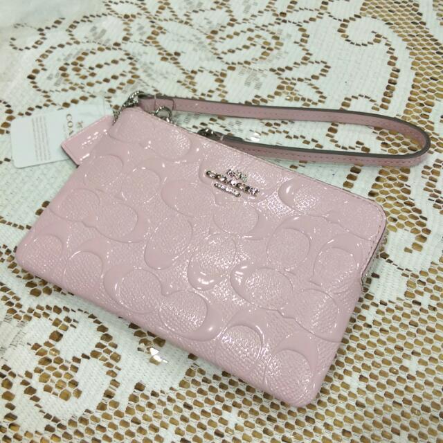 Coach壓紋手拿包-粉色