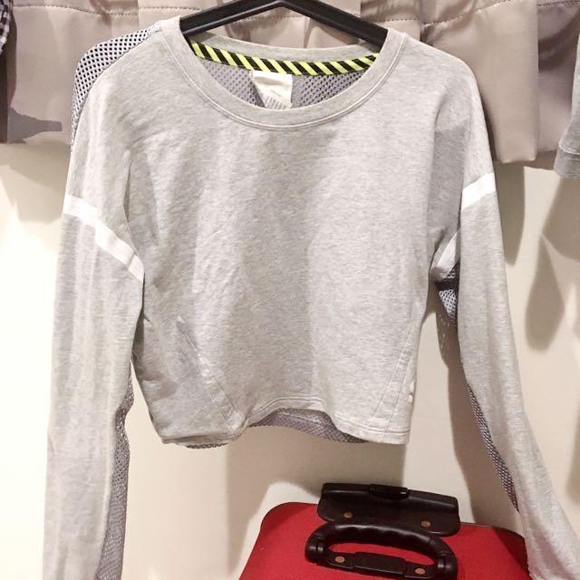 Nike灰色薄長袖防曬運動吸汗短板上衣 背後洞洞 簍空