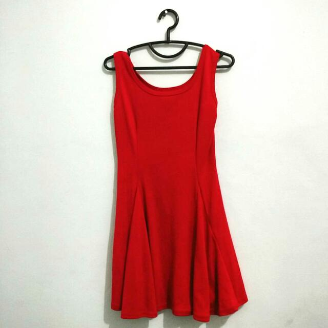 Stretchable red dress