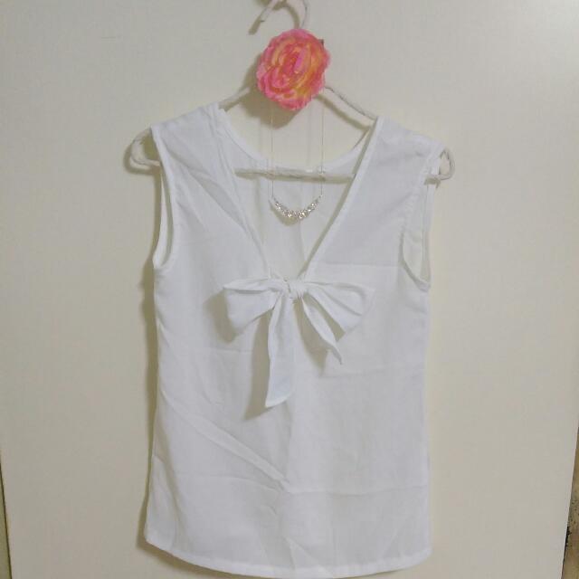 白色綁帶蝴蝶結V領衣