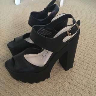 Betts Heels Size 7