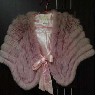艾而法狐狸毛披肩,便宜賣,高雅又保暖。