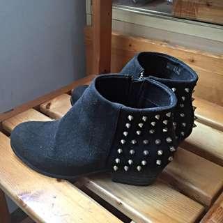 卯釘麂皮踝靴
