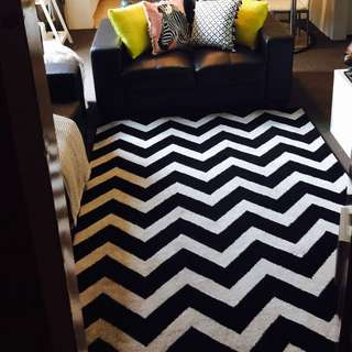 Large Zig Zag Black & White Rug