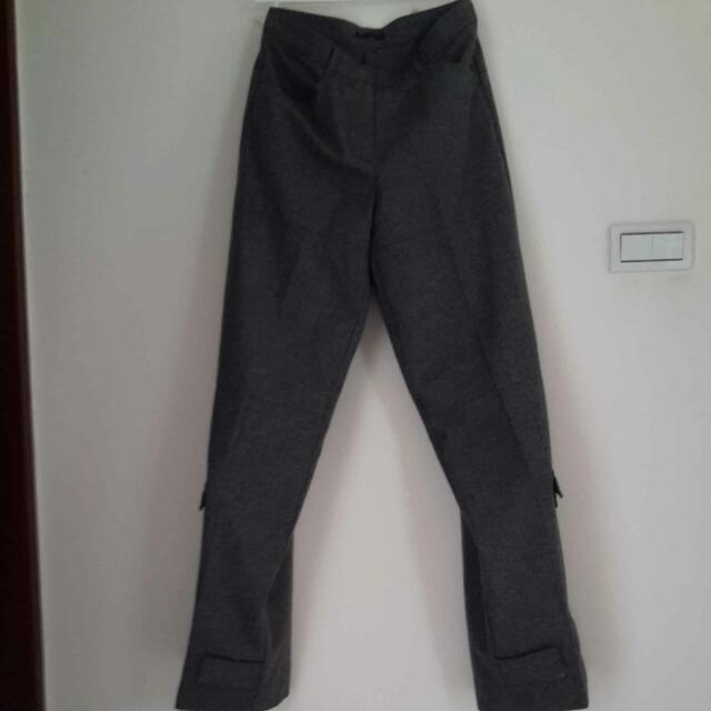 女灰色長褲