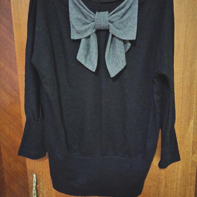 灰色蝴蝶結 黑色長版上衣
