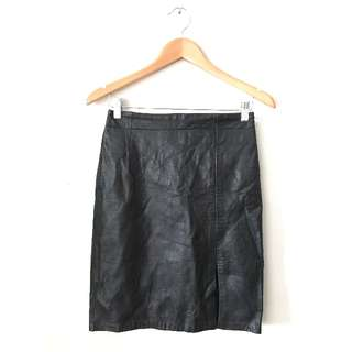 Black leather skirt with split in black