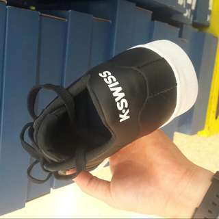 KSWISS 白鞋黑鞋