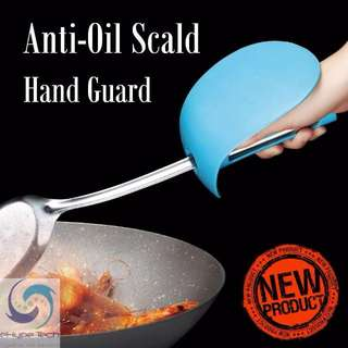 ★ Anti-Oil Scald Hand Guard / Hand Protector ★ Cooking Shovel Handle Sleeve ★ Best Gift For Yourself / Mum / Wife ★ Design to fit in most handheld Cooking Shovel ★ Nice Packaging ★ High-Quality TPR Material-Easy Clean ★ Best Mothers Day Gift Idea ★