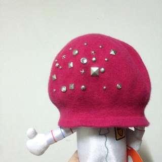 桃紅鑲鑽卯釘畫家帽/貝蕾帽